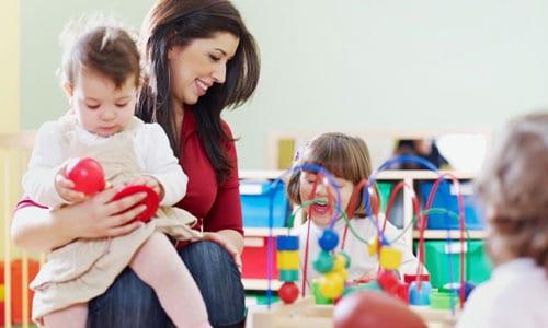 Sestu (CA): Cercasi donna per accudire 3 bimbi e aiuto nei lavori domestici