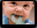 Il bambino mette tutto in bocca