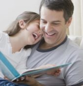 La lettura di una fiaba ai bambini: un momento intimo ma anche educativo