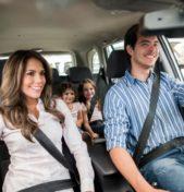 Con i figli a bordo i genitori al volante diventano prudenti